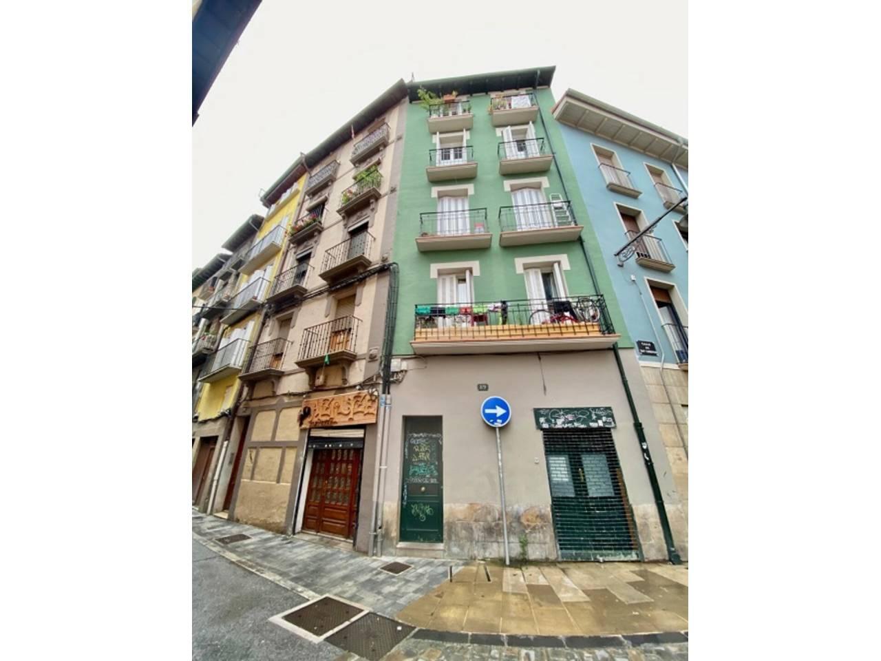 VENTA DE LOCAL EN CASCO ANTIGUO – ALDE ZAHARRA, PAMPLONA – IRUñA   REF. (004545)